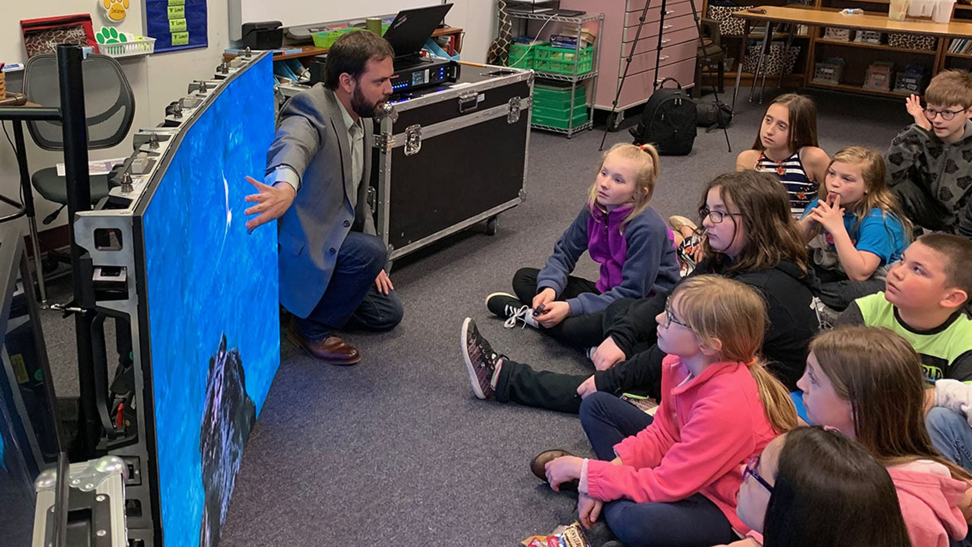 Neoti volunteers at Ossian Elementary Career Day