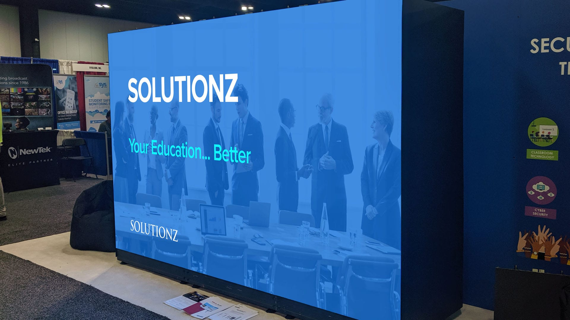 Neoti R Series Solutionz trade show booth